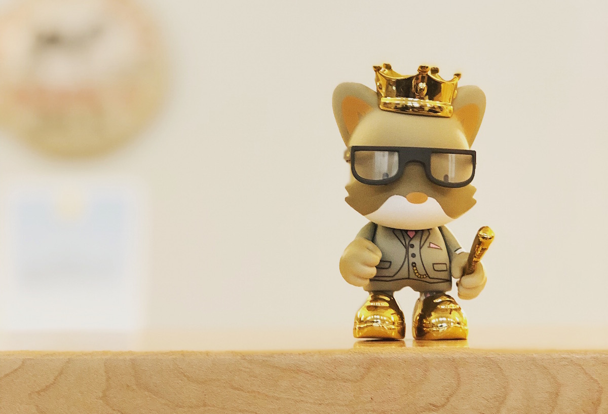 mouse figurine with sun glasses and a crown